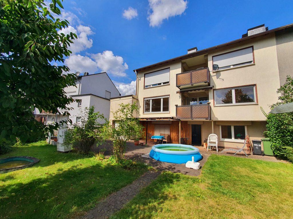 Wandlungsfähiges Zweifamilienhaus mit 2 Garagen in Lüdenscheid-Buckesfeld !